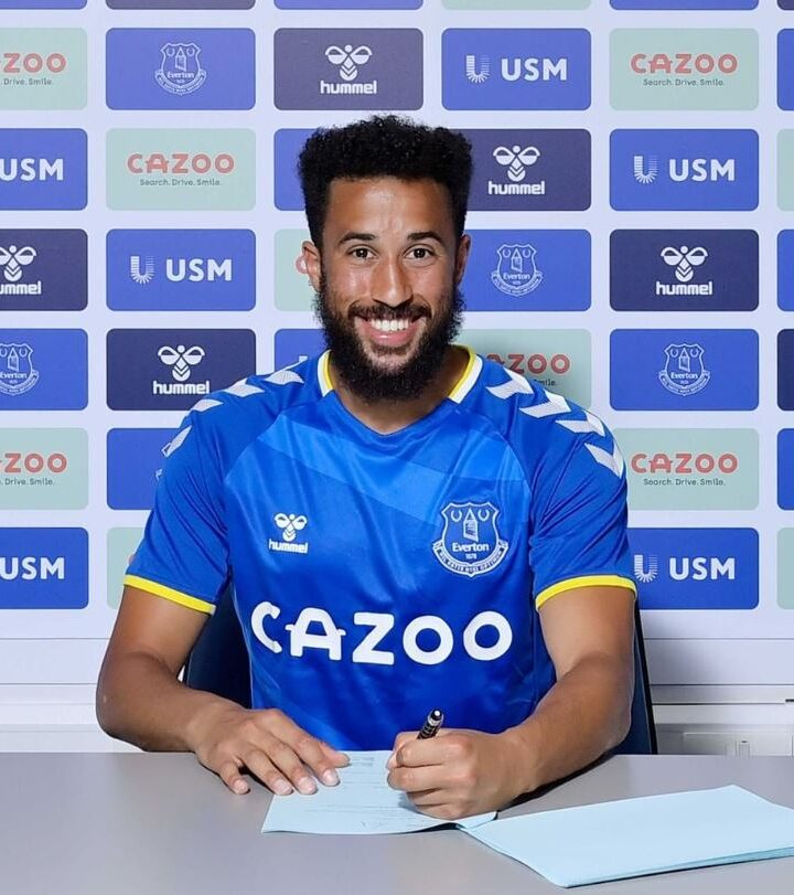 Everton Sign Free Agent Andros Townsend