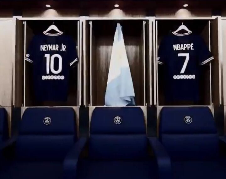 OFFICIAL: PSG 🇨🇵 sign Lionel Messi